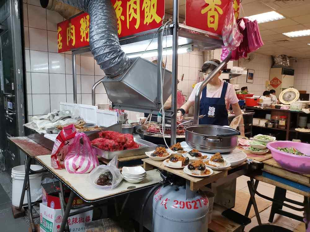 板橋人的深夜食堂,無名香菇肉粥,雞肉飯、紅燒肉都深受歡迎 @我眼睛所看見的世界(Fly's Blog)