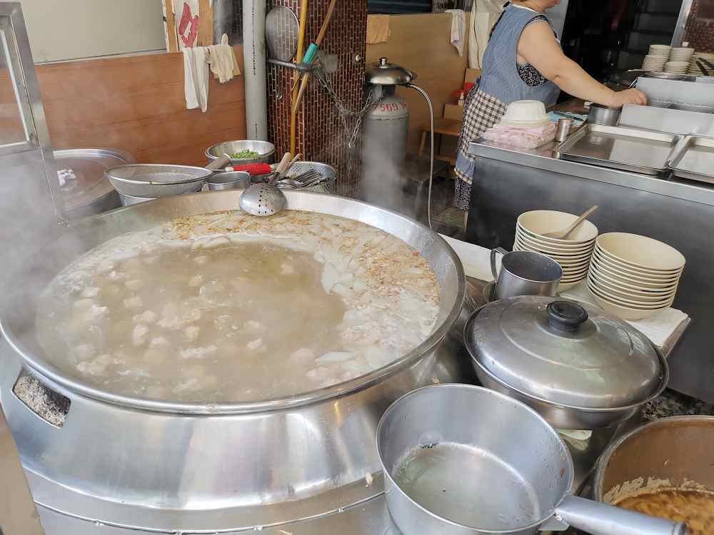 板橋超美味的清湯肉羹,新大鼎肉羹,滷肉飯也相當推薦! @我眼睛所看見的世界(Fly's Blog)
