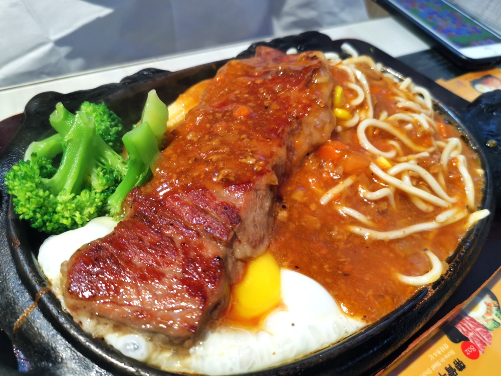 牪嗑牛排,平價美味的牛排店,濃湯很好喝! @我眼睛所看見的世界(Fly's Blog)
