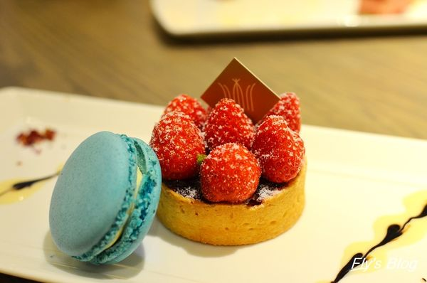 COURONNE _X'mas下午茶、聖誕節限量蒙地安巧克力+馬卡龍!!!(約訪) @我眼睛所看見的世界(Fly's Blog)