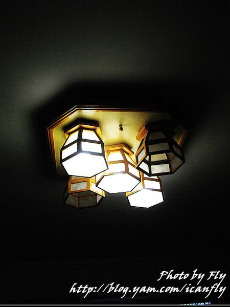 【生活】特力屋星漾之約半吸頂燈、安裝 @我眼睛所看見的世界(Fly's Blog)