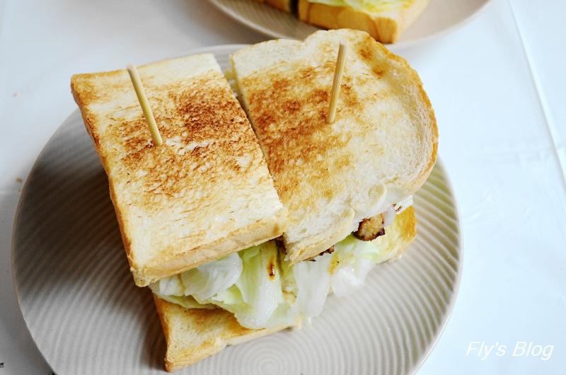 板橋萬粟華碳燒三明治,小巷中的樸實美味(已歇業) @我眼睛所看見的世界(Fly's Blog)