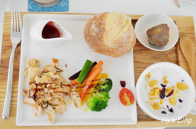ㄨ子,美好,緩慢甦醒(叉子餐廳,有大沙坑,蔬果汁一定要嚐嚐!!) @我眼睛所看見的世界(Fly's Blog)