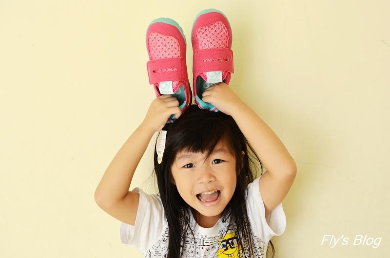 日本IFME健康機能童鞋,舒適透氣又不臭的好鞋,適合運動量大的孩子!!(2015秋冬新款上架啦!) @我眼睛所看見的世界(Fly's Blog)