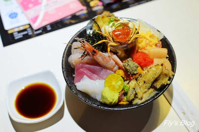 IRO 新式日本料理,自己的丼飯自己組合,老闆丼澎派豐盛!(近台北小巨蛋) @我眼睛所看見的世界(Fly's Blog)