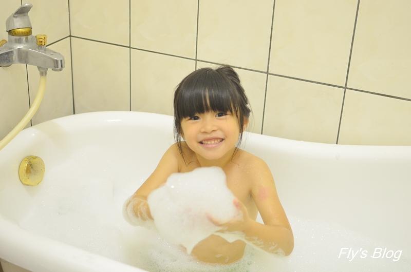 我愛泡泡浴-德國克奈圃 莓果/蘋果精油泡泡浴,讓孩子自動自發洗澡的秘密武器 @我眼睛所看見的世界(Fly's Blog)