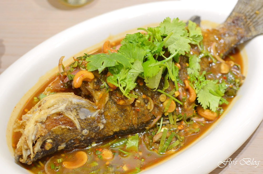 饗泰多 Siam More 泰式風格餐廳,超厚的月亮蝦餅、超飽的套餐,份量與口味都讓人滿意 @我眼睛所看見的世界(Fly's Blog)