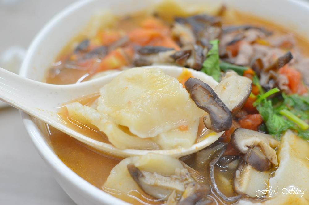 正宗新疆麵食館,番茄牛肉揪麵片、蔥油餅也太好吃了,非常實在又美味! @我眼睛所看見的世界(Fly's Blog)