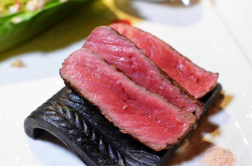 歐華假日牛排餐,一次吃到美國濕式熟成牛排、酥炸軟殼蟹、多樣甜點,太滿足了! @我眼睛所看見的世界(Fly's Blog)
