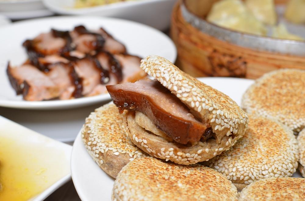 內湖都一處,大推不油又香的蔥油餅、醬肉燒餅跟九轉肥腸 @我眼睛所看見的世界(Fly's Blog)