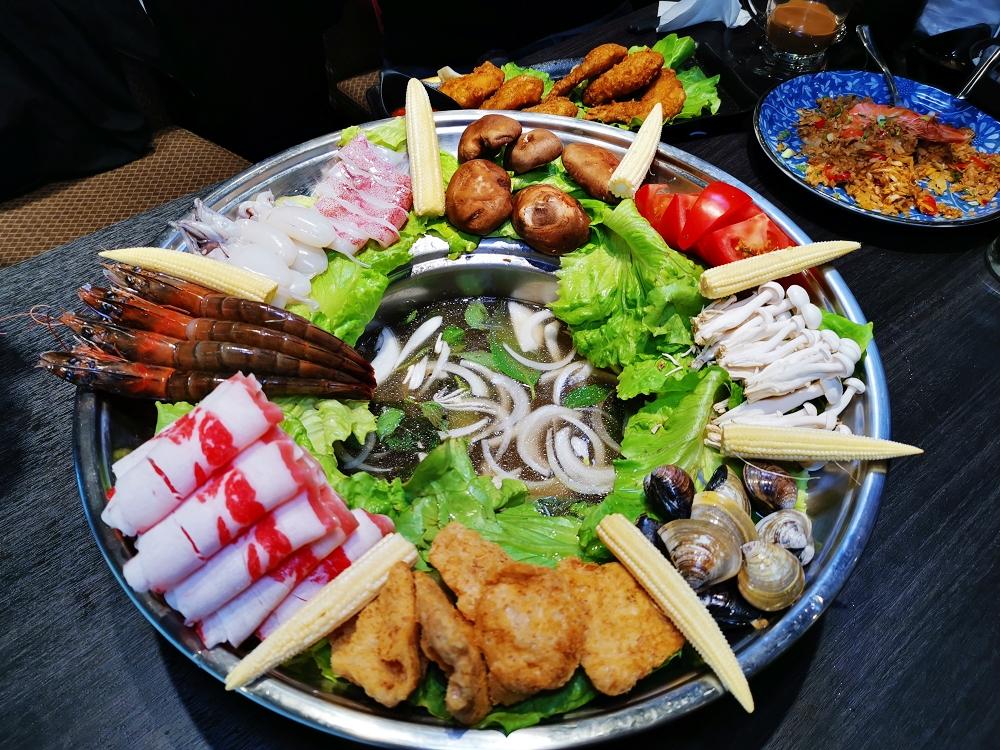 粉享喫鍋,板橋超有特色的越式鐵帽鍋,吃得到乾式熟成牛肉、還能吃熱炒的絕妙搭配 @我眼睛所看見的世界(Fly's Blog)