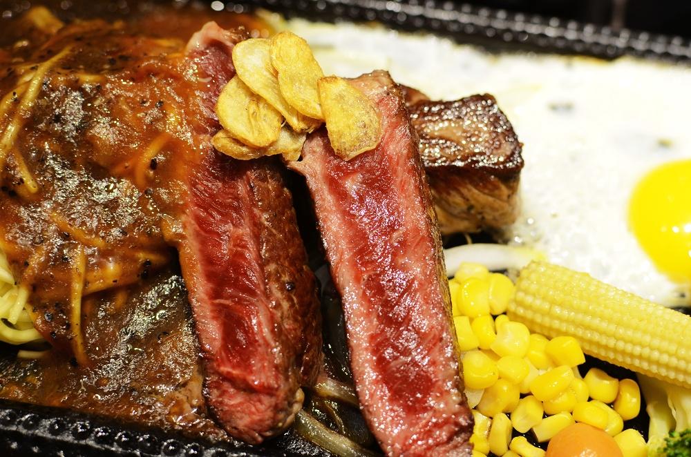 鉄火牛排,用超級烤箱料理的美味,新光三越A11美食街也吃得到品質好的牛排唷!!! @我眼睛所看見的世界(Fly's Blog)