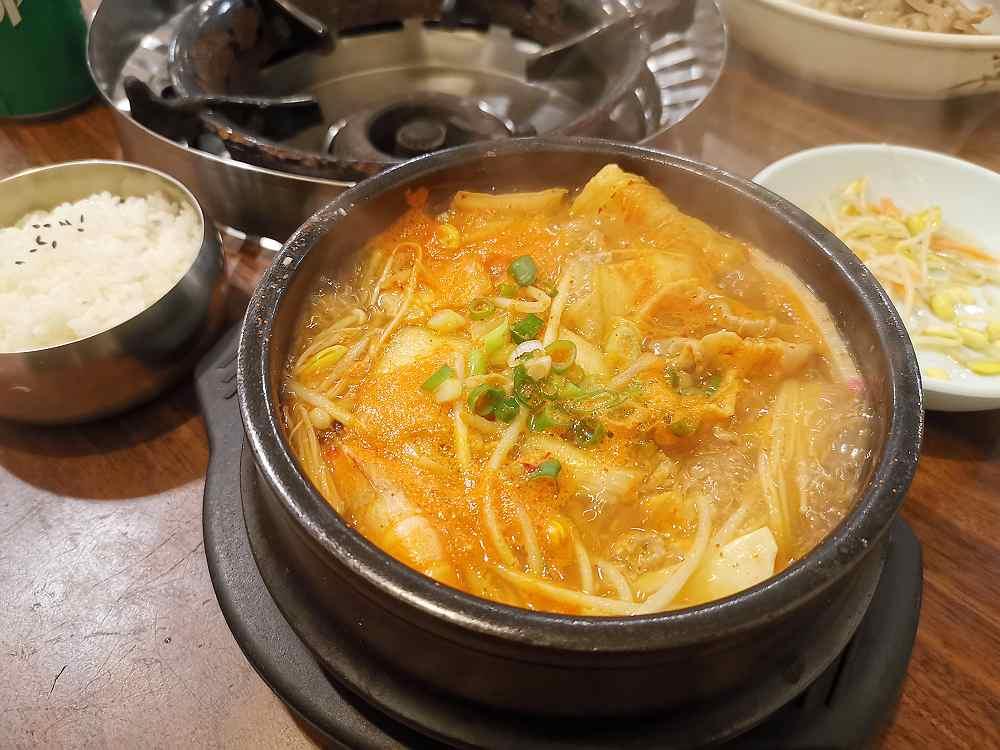 韓香亭,巷弄內的老店,泡菜辣湯很美味! @我眼睛所看見的世界(Fly's Blog)
